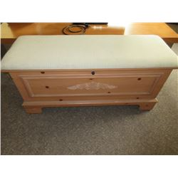 Lane Ceder Lined Chest / 43 x 16 x 20 / with upolstered seat cushion
