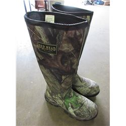 Read Head size 9 Boots/ rubber boot / waterproof  Excellent for quadding