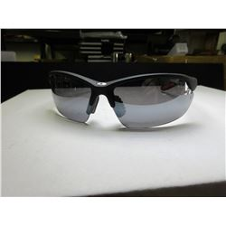 New Foster Grant IronMan Sunglsses / 100% protection