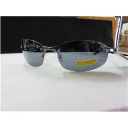 New Foster Grant Sunglsses /  Polarized  39.99 tags USA