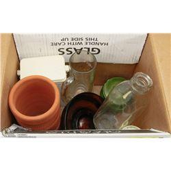 BOX OF VINTAGE COLLECTIBLES INCL MARMALADE JAR