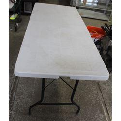 PLASTIC FOLDING/PORTABLE TABLE
