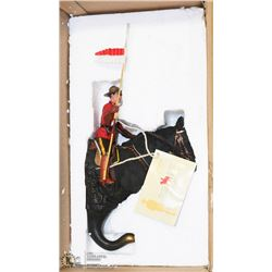 RCMP WALL HORSE HOOK (NATURE'S WINDOWS)