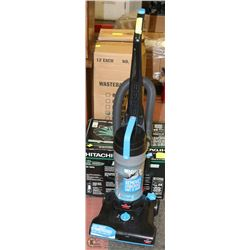 BISSELL LIGHT WEIGHT UPRIGHT VACUUM CLEANER