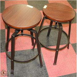 GROUP OF 2 SWIVEL BAR STOOLS