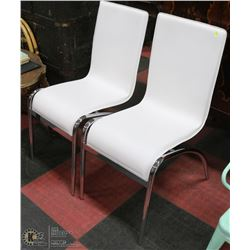 PAIR OF WHITE AND CHROME SIDECHAIRS. FURNITURE