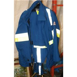 BULLWARK PROTECTIVE 2 PC WORK SUIT SIZE LARGE