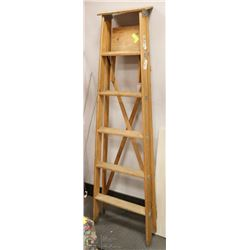 6' WOOD LADDER