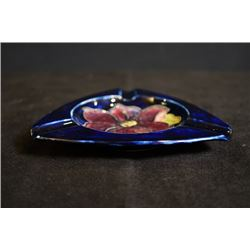 "UK famous art ceramics band - Moorcroft, a ""Flowers"" cobalt blue triangle ashtray, made in England"