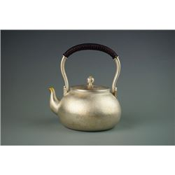 "Shi,Ya-qing'Sliver Teapot- ""Qi Zhi"",with certification 1113. Shi,Yajing: One of the most famous cont"