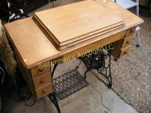 Singer Treadle Sewing Machine Table