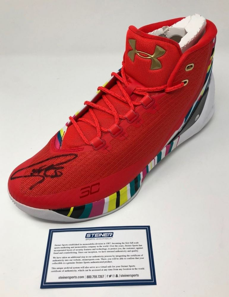 meet f7870 fad9f Stephen Curry Signed Curry 3 Under Armor Basketball Shoe ...