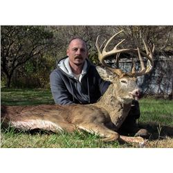 Illinois: 5 Day 5 Night Trophy Whitetail Archery Hunt for One Hunter
