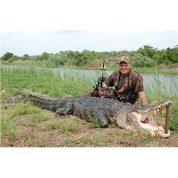 2 or 3 Day Trophy Alligator Hunt for One Hunter and One Non-Hunter