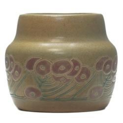 Overbeck vase, stlyzed floral design