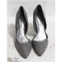 LADIES HIGH HEEL SHOES SIZE: 9