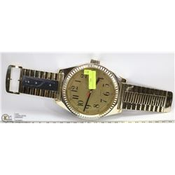 WRISTWATCH STYLE WALL CLOCK