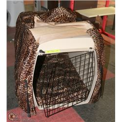 MEDIUM PET CARRIER/KENNEL, 25 X 19 X 18 COMES WITH