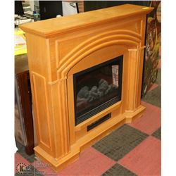 ELECTRIC OAK TONE FIREPLACE - NO REMOTE