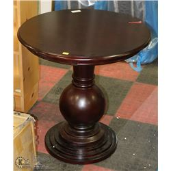 SMALL WOOD TONE END TABLE
