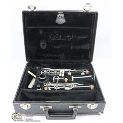 CLARINET IN CASE WITH SONG BOOKS