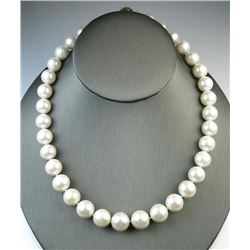 18CAI-7 WHITE SOUTH SEA PEARL NECKLACE