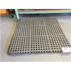 LOT OF SHOP FATIGUE MATS