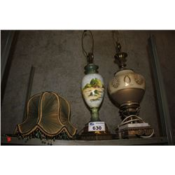 SHELF INCLUDING LAMP SHADE AND TWO LAMPS