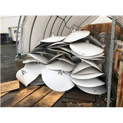 LARGE QUANTITY OF LIGHT REFLECTORS & BULBS