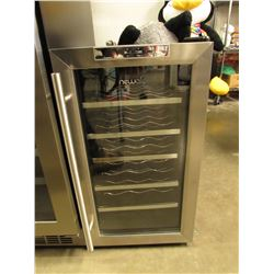 NEWAIR THERMOELECTRIC WINE COOLER MODEL AW-181E