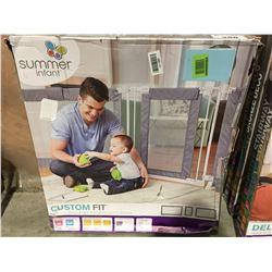 SUMMER INFANT CUSTOM FIT WALK THROUGH GATE