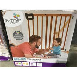 SUMMER INFANT DELUXE STAIRWAY WOOD GATE
