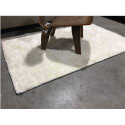 SMALL WHITE SHAG AREA RUG  APPROX  3'X5'