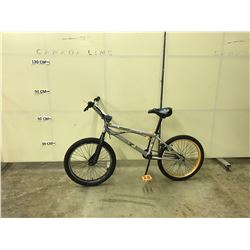 SILVER NO-NAME SINGLE SPEED BMX BIKE