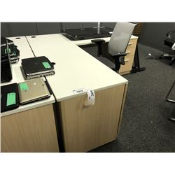 STEELCASE LIGHT MAPLE AND WHITE 6' X 6' L-SHAPE EXECUTIVE DESK, LH