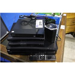 FOUR SAMSUNG BLU-RAY PLAYERS, SONY BLU-RAY PLAYER AND PAIR OF SAMSUNG SPEAKERS