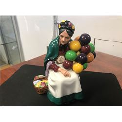 ROYAL DOULTON FIGURINE (THE OLD BALLOON SELLER HN 1315 / 1928 ISSUE)