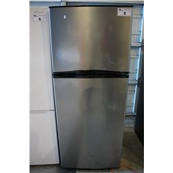 STAINLESS STEEL INSIGNIA REFRIGERATOR WITH TOP FREEZER
