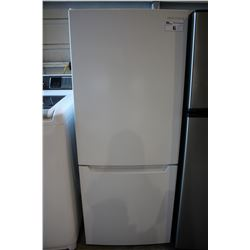 WHITE INSIGNIA REFRIGERATOR WITH BOTTOM FREEZER