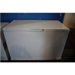 WHITE FRIGIDAIRE 4FT LOCKING CHEST FREEZER