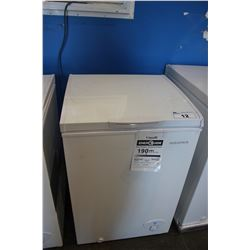 WHITE INSIGNIA 3.5 CUBIC FT CHEST FREEZER