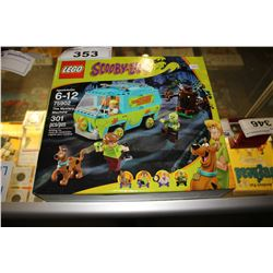 SCOOBY-DOO! THE MYSTERY MACHINE LEGO SET (301 PCS)