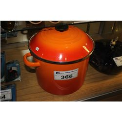 ORANGE LE CREUSET STOCK POT