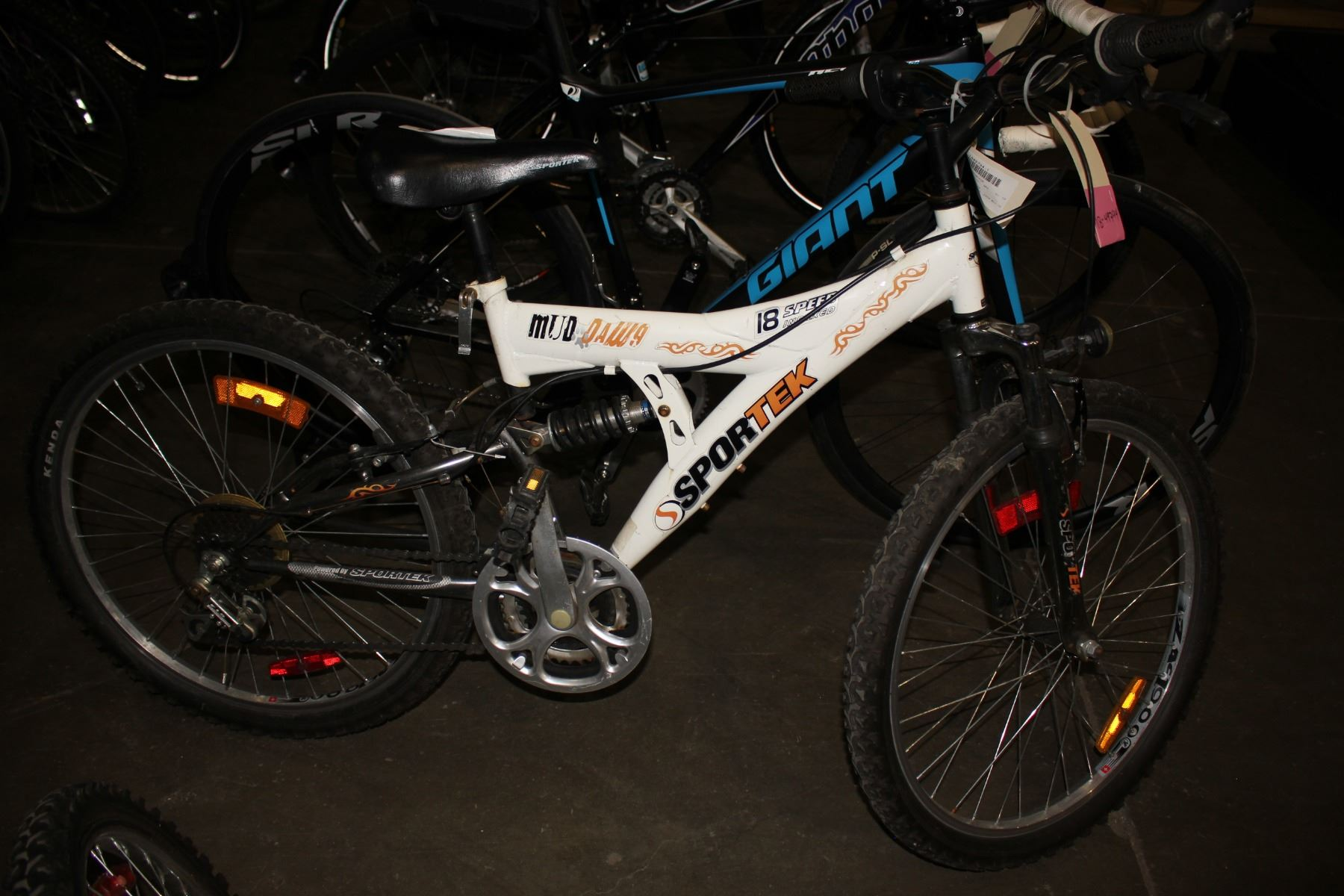 White Sportek Mud Dawg 18 Speed Mountain Bike Here are the top 10 mountain bikes worth 10,000php and below. white sportek mud dawg 18 speed