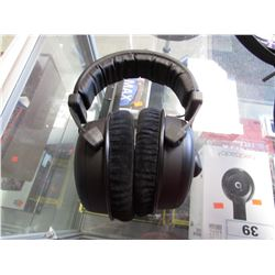 BEYER DYNAMIC HEADPHONES & CASE