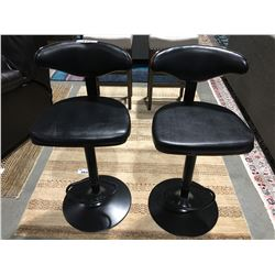 PAIR OF BLACK UPHOLSTERED ADJUSTABLE HEIGHT BAR STOOL WITH BENT WOOD BACKS