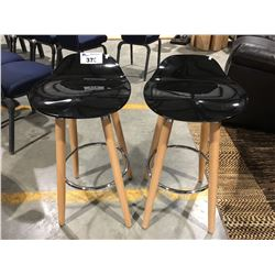 PAIR OF CONTEMPORARY WOOD WITH BLACK BAR STOOLS (ONE SEAT CRACKED)