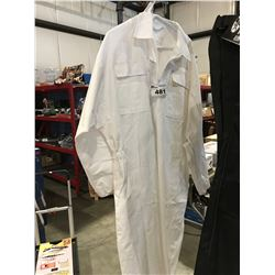 BEE KEEPERS WHITE COVERALLS & MESH HEAD COVER SIZE XL (ZIPPER ON HEAD COVER NEEDS REPLACING)