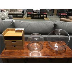 SMALL DESK TOP BOX & 2 GLASS DISPLAY VASES