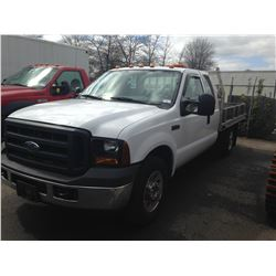 2006 FORD F250 XLT SUPERDUTY, FLAT DECK, WHITE, GAS, AUTOMATIC, VIN#1FTSX2566ED08605, 88,707KMS,